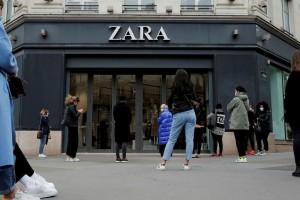ZARA: Μπλούζα basic μόλις με 5,99 ευρώ!