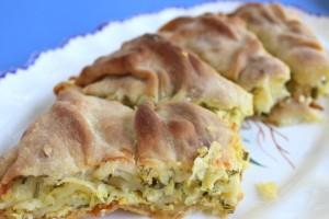 Νόστιμη και τραγανή πίτα με κολοκύθια για να φάτε κάτι στα γρήγορα