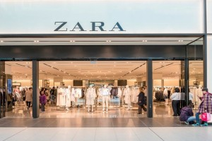 "ZARA: Πανικός με αυτό το φόρεμα που κοστίζει κάτω από 30 ευρώ - ""Τρέξτε"" να προλάβετε"