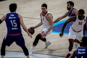 """Euroleague: """"Πάτησε"""" τον Ολυμπιακό η Εφές"""