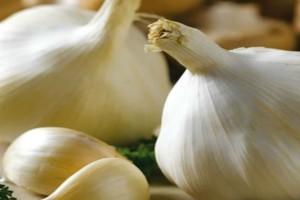 Σκόρδο: 5+1 λόγοι που πρέπει να σταματήσετε να το καταναλώνετε