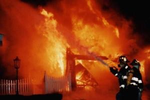 Τραγωδία στη Κόρινθο: Γυναίκα τυλίχτηκε στις φλόγες μέσα στο σπίτι της