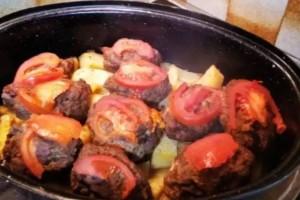 Γεμιστά μπιφτέκια με πατάτες στο φούρνο