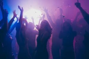 Συναγερμός στο Ρέθυμνο: Έκαναν ανενόχλητοι κορωνοπάρτι με 200 άτομα σε... χώρο εκδηλώσεων