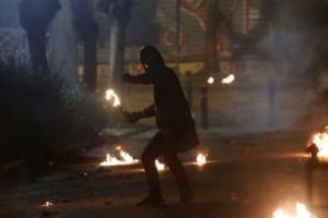 Συναγερμός: Επίθεση με μολότοφ στο Δημαρχείο του Μοσχάτου