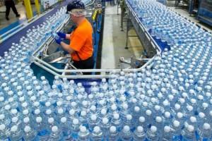 Μεγάλη προσοχή: Δείτε τι πρέπει να προσέξετε πριν αγοράσετε εμφιαλωμένο νερό