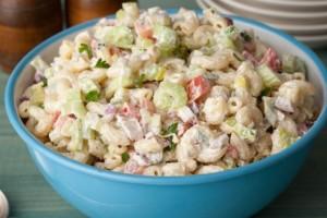 Εύκολη και πεντανόστιμη σαλάτα ζυμαρικών για όλες τις ώρες της ημέρας
