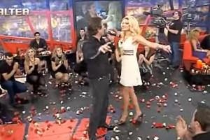 Η... σεκλετιασμένη Φαίη Σκορδά χορεύει το πιο «βαρύ» ζεϊμπέκικο