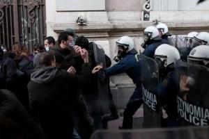 Συναγερμός στο κέντρο της Αθήνας: Επεισόδια και χημικά στη συγκέντρωση για τον Δημήτρη Κουφοντίνα