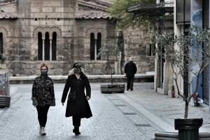 """Κορωνοϊός: """"Φωτιά"""" στην Αττική - Δραματική η κατάσταση στη Θεσσαλονίκη"""