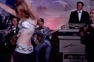Χαμός στο διαδίκτυο με το αισθησιακό τσιφτετέλι χορεύτριας