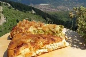 Τυρόπιτα με φέτα και μαντζουράνα - Το μυστικό είναι στο φύλλο