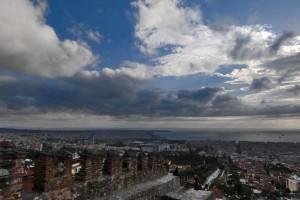 Καιρός σήμερα: Τοπικές βροχές και χιόνια στα ορεινά