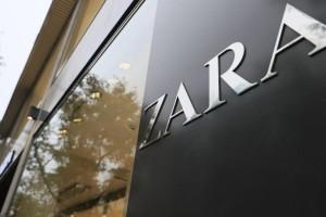 ZARA: Μπλούζα basic μόνο με 4,95 ευρώ!