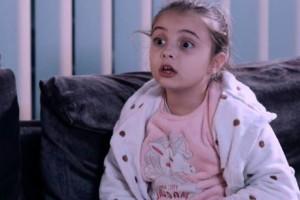 8 Λέξεις: Η Ναυσικά εξηγεί στην Τζουλιάνα πως η αδερφή της είναι άρρωστη