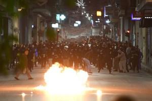 Συναγερμός στη Θεσσαλονίκη: Επεισόδια και ρίψη χημικών από την Αστυνομία