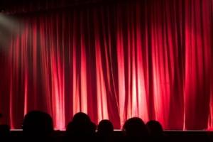 «Σκάει» ομαδική καταγγελία στο ΣΕΗ από γνωστούς ηθοποιούς για συνάδελφό τους (Video)