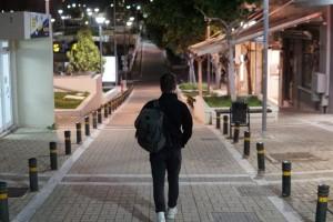 """Κορωνοϊός: Στο """"κόκκινο"""" η Ελλάδα με τα κρούσματα - Έκτακτη σύσκεψη για νέα μέτρα"""
