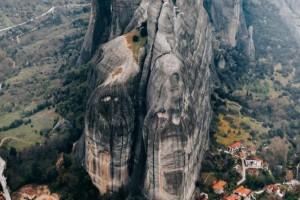 Σεισμός στην Ελασσόνα: Αποκολλήθηκαν βράχοι στα Μετέωρα - Σε τι κατάσταση βρίσκονται οι οικίες (video)