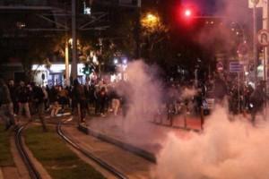 Σοβαρά επεισόδια στη Νέα Σμύρνη - Πετροπόλεμος και χημικά