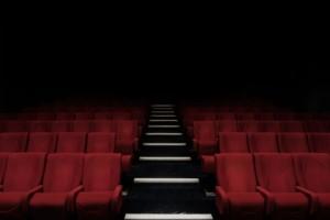 Παρενόχληση στο θέατρο: «Σκάνε» σοβαρές καταγγελίες για δυο γνωστούς σκηνοθέτες