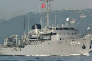 Συναγερμός στο Αιγαίο: Έφυγε το «Τσεσμέ» μόλις εμφανίστηκε το «Σαρλ Ντε Γκωλ»