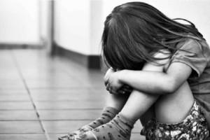 «Μαμά, με πείραξε ο θείος»: 4χρονη έπεσε θύμα βιασμoύ μπροστά στα μάτια του 7χρονου αδερφού της
