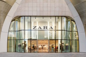 Online ξεπούλημα στα ZARA: Υπέροχο καπιτονέ μπουφάν κάτω από 20 ευρώ