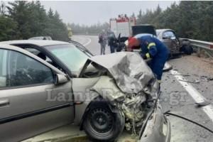 Λαμία: Σοβαρό τροχαίο με τέσσερις τραυματίες (Video)