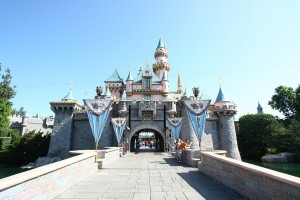 Disneyland: Θα φιλοξενήσει εμβολιαστικό κέντρο