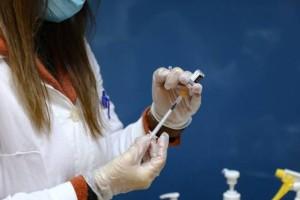 Ξεκινούν οι εμβολιασμοί για 30άρηδες και 40άρηδες: Με ποια εμβόλια ανοίγουν τα ραντεβού τη Μ. Εβδομάδα;