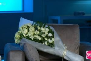 """Σπαραγμός στον """"αέρα"""" στη Ζήνα Κουτσελίνη: Στη θέση του Γιώργου Καραϊβάζ μια ανθοδέσμη!"""