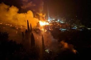 Σάμος: Σε εξέλιξη πυρκαγιά σε δασική έκταση (Video)