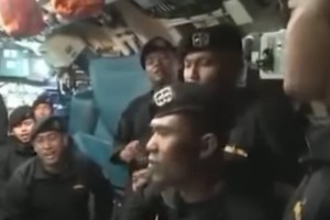 Ανατριχιαστικό βίντεο: Το πλήρωμα του υποβρυχίου που βούλιαξε τραγουδά «αντίο»!