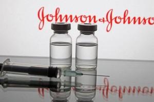Εμβόλιο Johnson & Johnson: Αναστέλλονται στις ΗΠΑ οι εμβολιασμοί λόγω περιστατικών θρόμβωσης