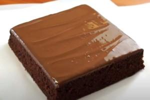 Πεντανόστιμο κέικ με μόνο τρία υλικά (vide)