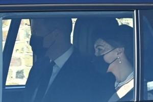 Κηδεία πρίγκιπα Φιλίππου: Έφθασαν στο Κάστρο του Ουίνδσορ o Κάρολος, o Ουίλιαμ και η Κέιτ