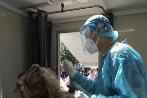 Κορωνοϊός: Παραμένει σε «τεντωμένο σχοινί» το σύστημα υγείας