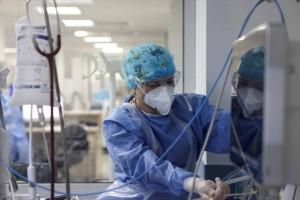 Κορωνοϊός: Γιατρός που είχε εμβολιαστεί βρέθηκε ξανά θετικός