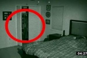 32χρονος έβαλε κρυφή κάμερα στο δωμάτιο της κοπέλας του - Αυτό που κατέγραψε τον άφησε «κάγκελο» (Video)