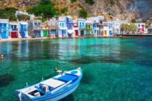 Όνειρο: Το ελληνικό νησί με το χρωματιστό ψαροχώρι που θα σας κλέψει την καρδιά