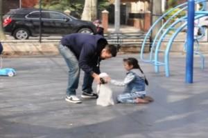 """Βίντεο σοκ: Δείτε καρέ καρέ πως μπορούν να """"αρπάξουν"""" το παιδί σας και να μην πάρετε χαμπάρι!"""