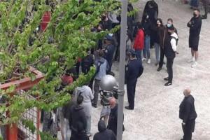 Έγινε διαμαρτυρία στην Πλατεία Βαρνάβα λόγω της παρουσίας των αστυνομικών (photo)