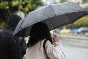 Χαλάει ο καιρός σήμερα: Βροχές και πτώση της θερμοκρασίας