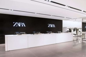 ZARA: Φούστα denim με ρίγες σε εκπληκτική τιμή