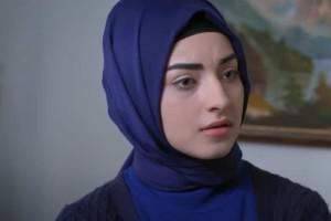 Elif (16/04): Η Ζουλιντέ ξαφνιάζεται όταν βλέπει στο μεσιτικό τον Σαφάκ