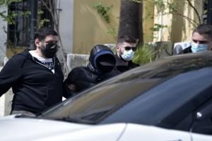 Μένιος Φουρθιώτης: Με δύο αστυνομικούς στο κελί