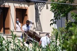 Έγκλημα στα Γλυκά Νερά: Άφησαν το 11 μηνών βρέφος πάνω στο άψυχο κορμί της μάνας του και έφυγαν!
