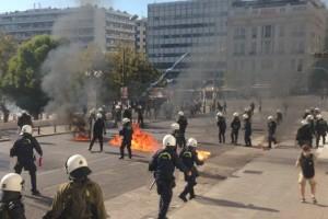 Άγρια επεισόδια στο κέντρο της Αθήνας - Επιθέσεις με μολότοφ και χημικά στις συγκεντρώσεις
