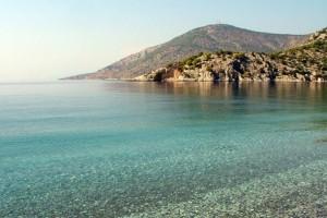 Οι 5 πιο ωραίες παραλίες για να απολαύσετε τις βουτιές σας στην Αττική